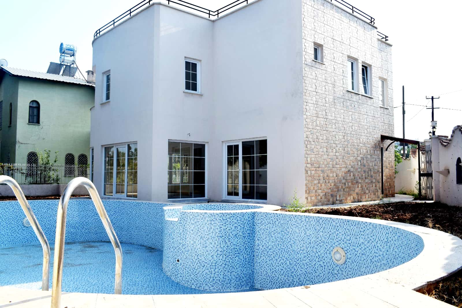 karğıpınarı bağımsız havuz bağımsız villa satılık 442m2 arsa payı