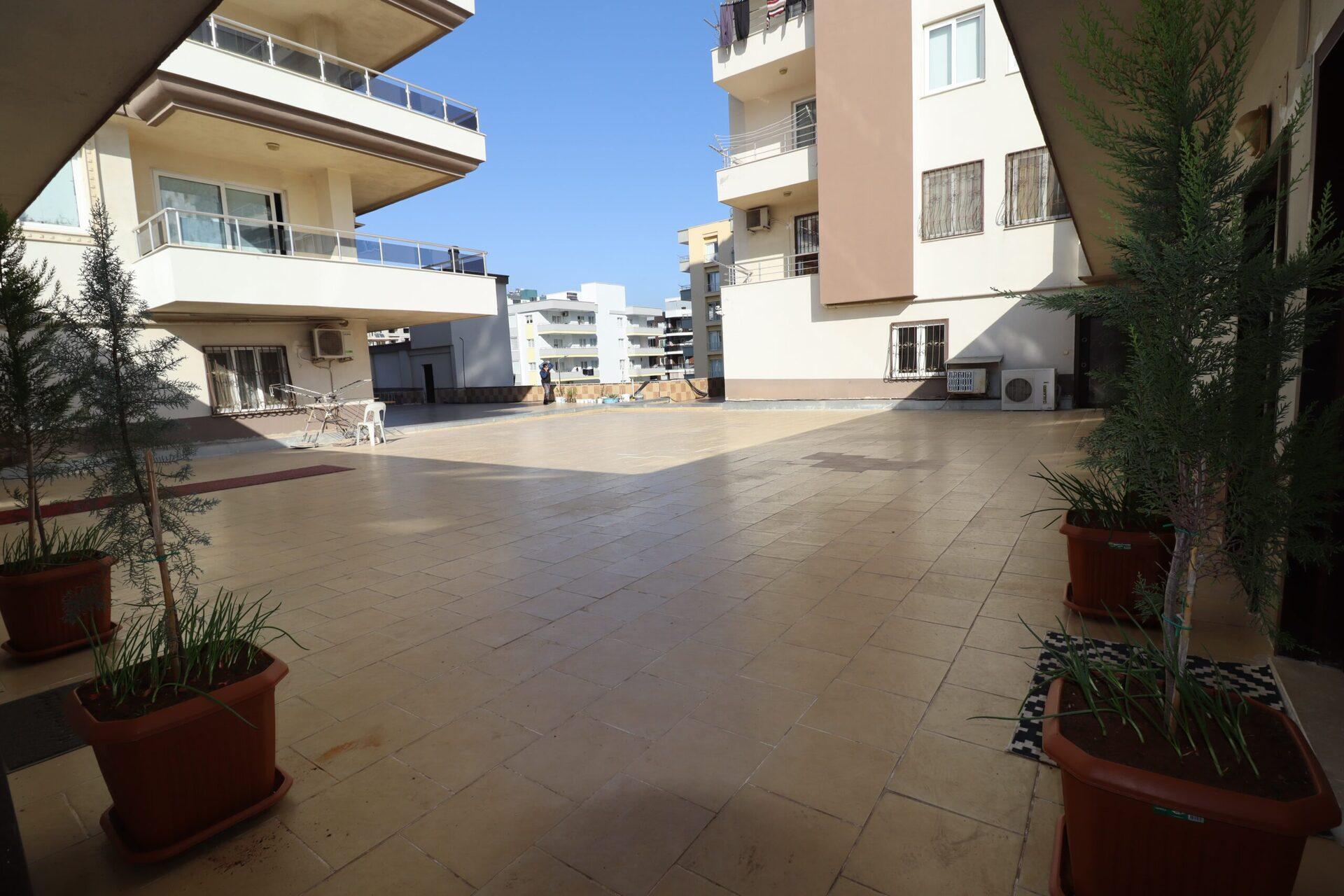 Erdemli Alata Mahallesi Akışık Plaza 1+1 Satılık Ofis