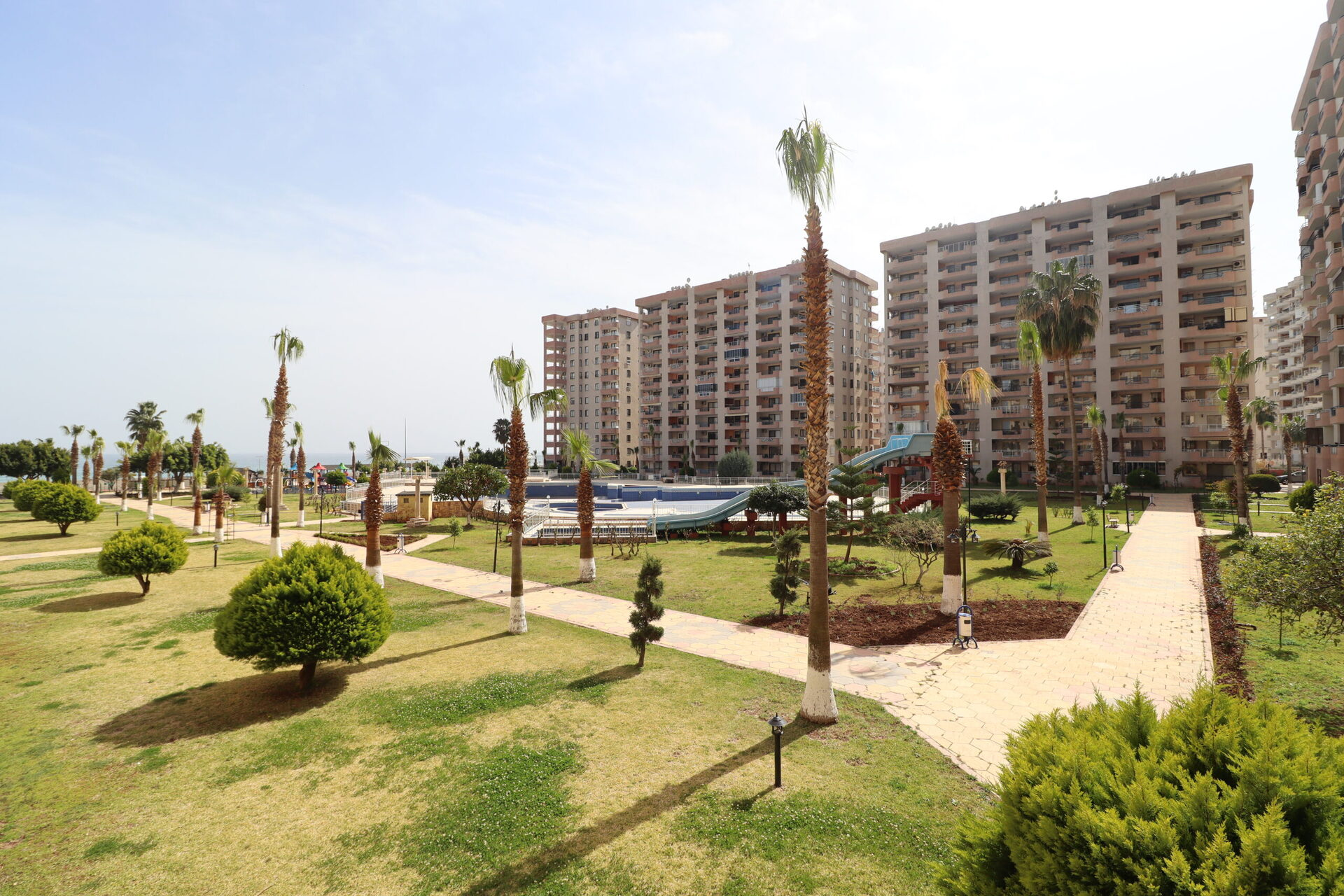 Mersin Erdemli Çeşmeli Altunören 2 Compound 3 + 1 Furnished Flat for Sale